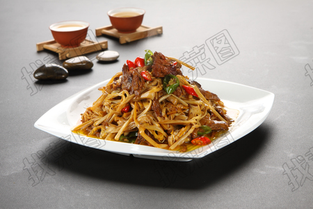 黄花菜炒牛肉 - 找菜图