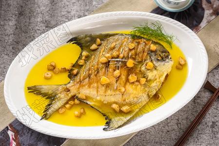 页蒜烧野生斗鲳鱼 - 找菜图