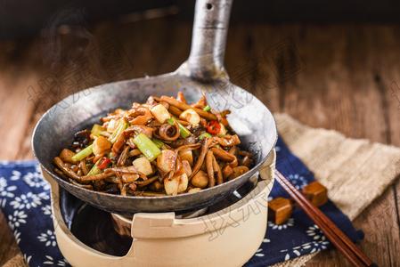 豆味茶树菇烩猪肚 - 找菜图